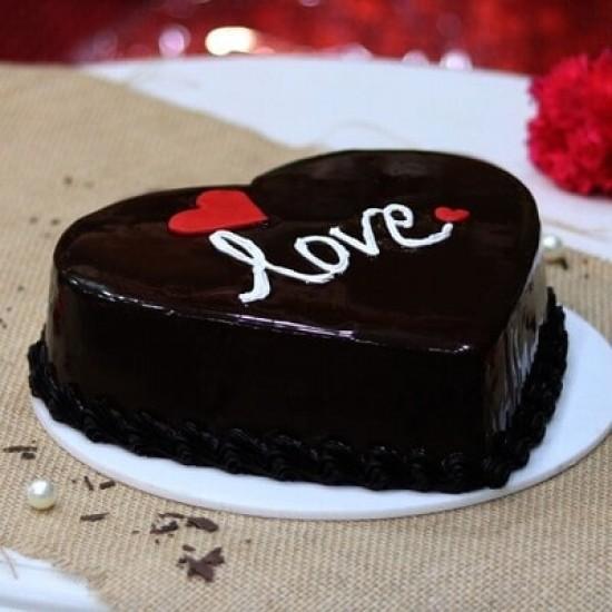 1/2 KG HEART SHAPE CHOCOLATE CAKE