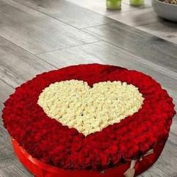 1100 Roses Floral Art